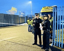 Police at the gates of the Sonae plant